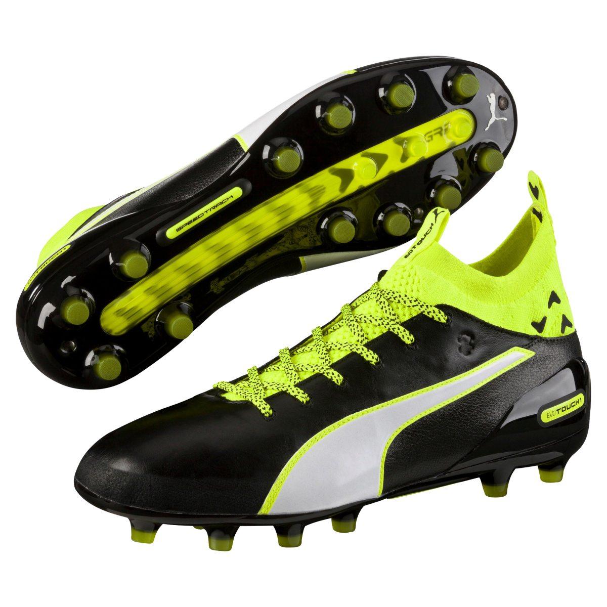 newest f9008 9f132 fotbollssko finns på PricePi.com. från xxl